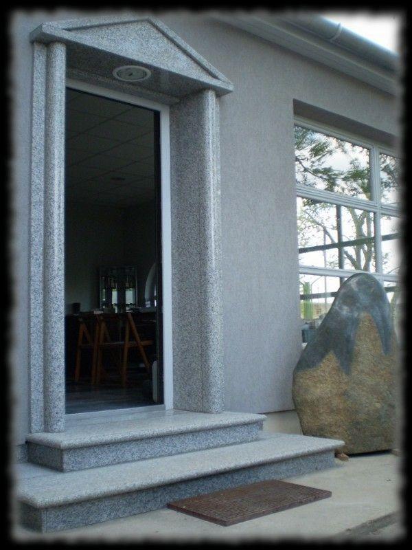 Épületmunkák - gránit ajtó keret