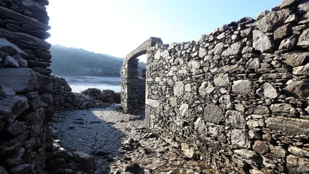 Quién lo iba a decir. Castros y dólmenes salen a la luz en Galicia debido a la sequía. no hay mal que por bien no venga...