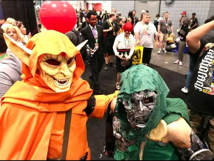 Much as I love this shot with @igor_pie_face I regret due to the floor traffic and rush to the costume contest I wasn't able to get full body shots as his #Hobgoblin is outstanding. The black #scalemail alone... #drdoom  #marvel  #marvellegends  #marvelfan  #nycc #cosplay  #cosplayer #menofcosplay #cosplayers  #cosplayersofinstagram  #comiccon #doctordoom #comicbook  #fantasticfour  #marvelcomic #marvelcosplay #spiderman #spidey #spideycosplay #greengoblin #spiderverse #hobgoblincosplay…