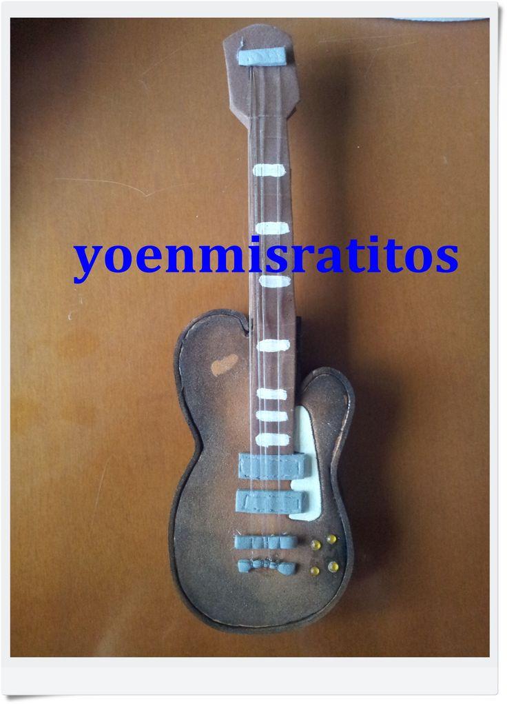 Guitarra goma eva