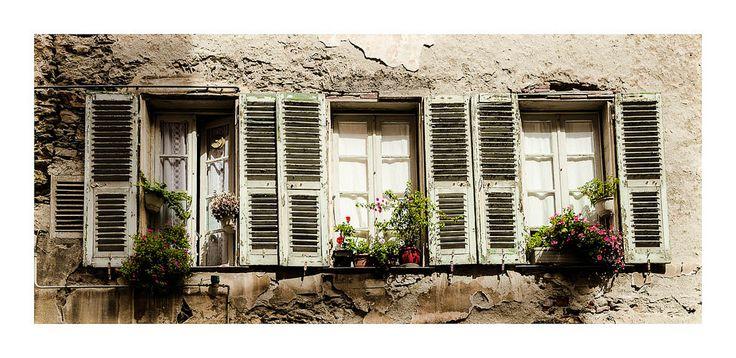 Vieille ruelle de Bastia / Inside bastia   par @XavVdb