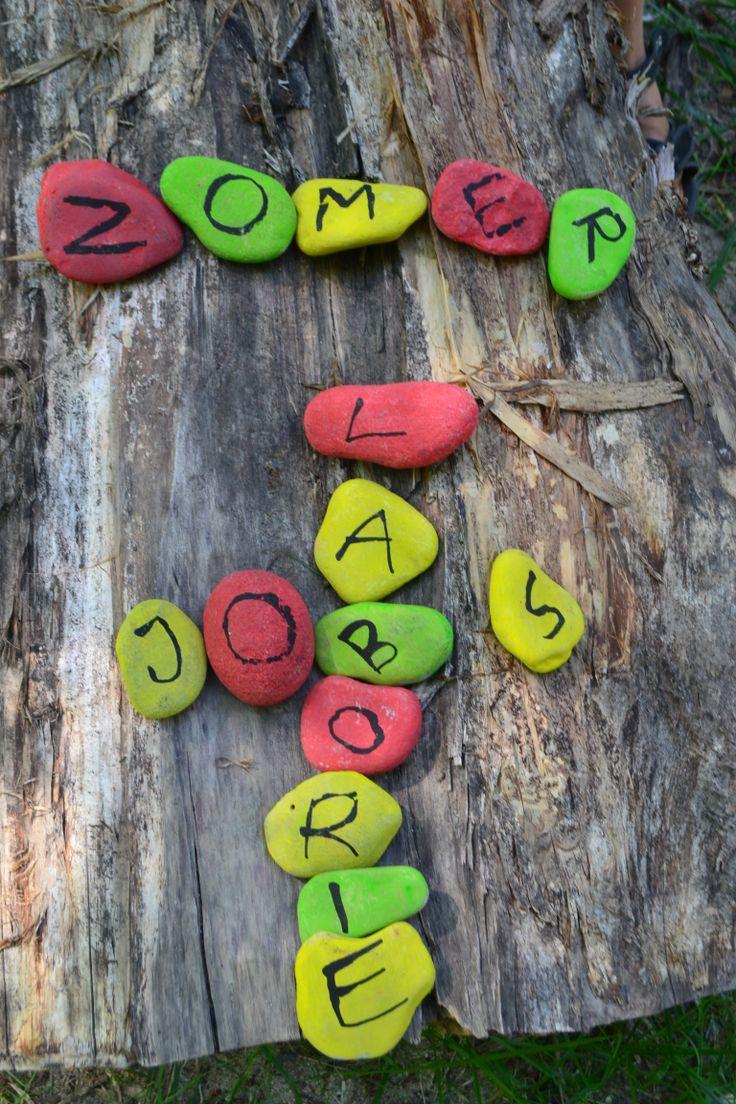 Stenen beschilderen samen met de kids op camping Laborie, Frankrijk