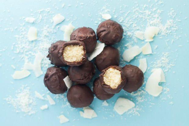 Μπουκιές με σοκολάτα και καρύδα, τύπου bounty, στην υγιεινή, νηστίσι%