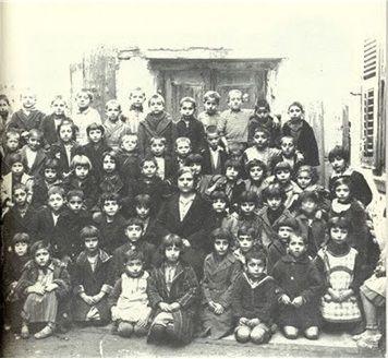 Δημοτικό σχολείο στον Βαρδάρη (1930): 60 μαθητές - 1 δασκάλα