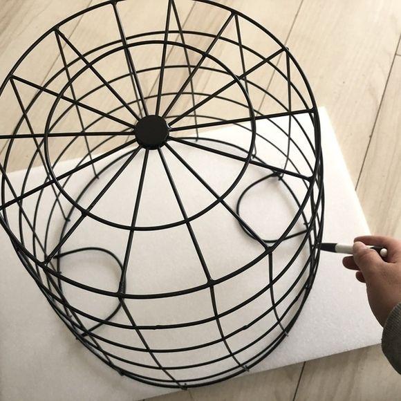 ダイソーワイヤーバスケットでミニテーブル Diyrepi ダイレッピ ミニテーブル ワイヤーバスケット収納 インテリア 収納