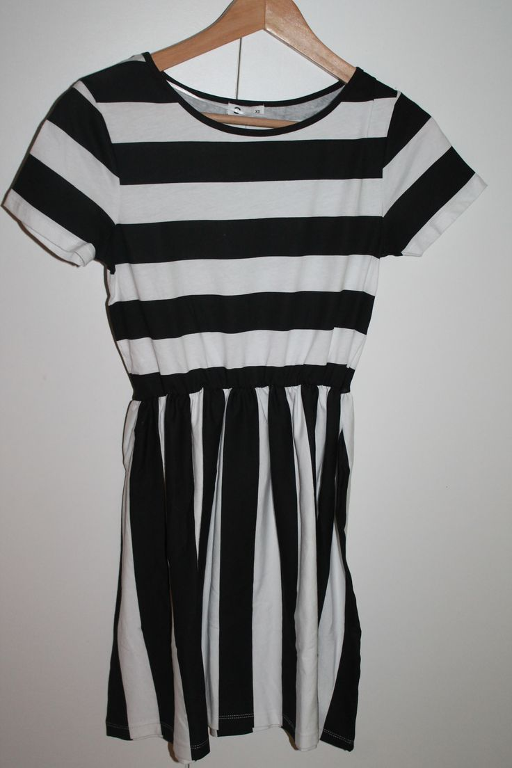 My new dress #dress #fashion #style #pretty #beautiful #clothing #highlights #black #white #kjole #mote #striper #klær