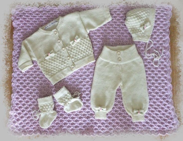 Babyteppe og strikkesett