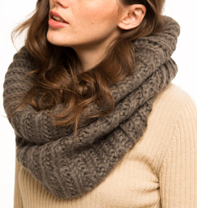 http://www.trendsbrands.ru/catalog/items/56306/  Теплый вязаный шарф-хомут, Trends Brands, 1500 p