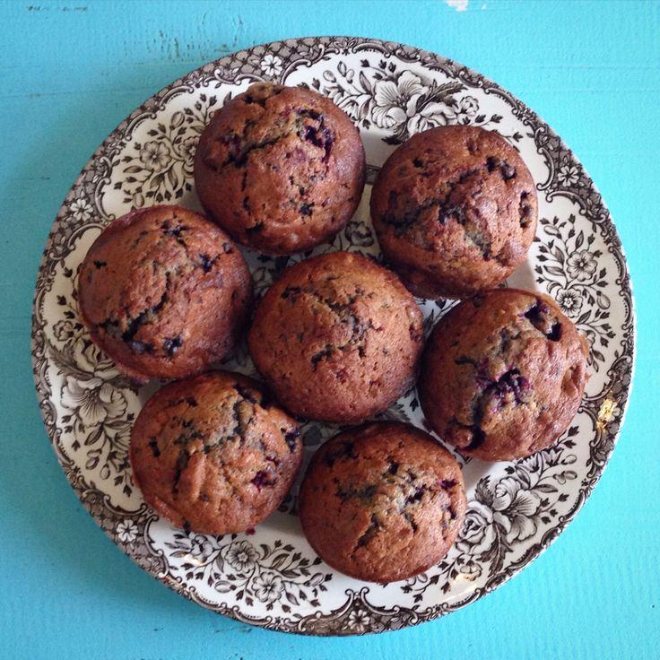 Opskrift på lækre muffins med brombær, nødder og chokolade  http://www.marieblog.dk/2015/10/efteraar-brombaer-og-muffins/