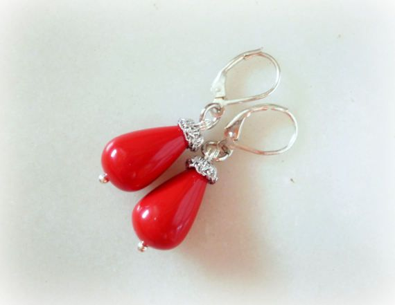 Guarda questo articolo nel mio negozio Etsy https://www.etsy.com/it/listing/489929107/red-coral-and-silver-drops-earrings