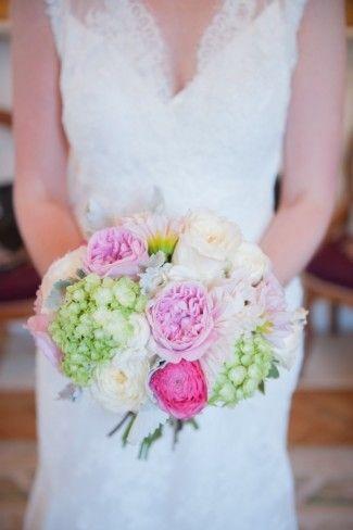 blanco, rosa y morado claro ramo de flores