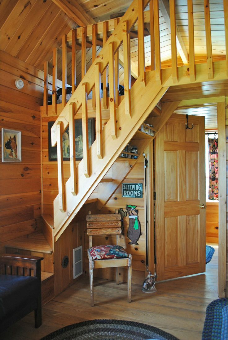 Badrap tiny cabin stairs to bedroom loft amazing tiny for Cabin lofts