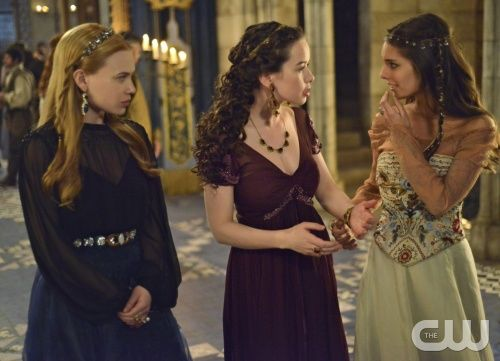 """Reign -- """"Liege Lord"""" -- Image Number: RE117b_0227.jpg -- Pictured (L-R): Celina Sinden as Greer, Anna Popplewell as Lola and Caitlin Stasey as Kenna -- Photo: Sven Frenzel/The CW -- © 2014 The CW Network, LLC. All rights reserved."""