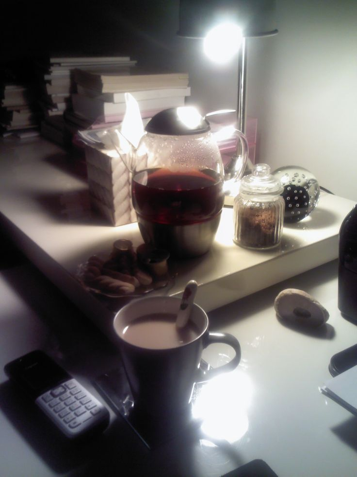 Tea time at 2.00 am. The night is still young for an architect..;-)