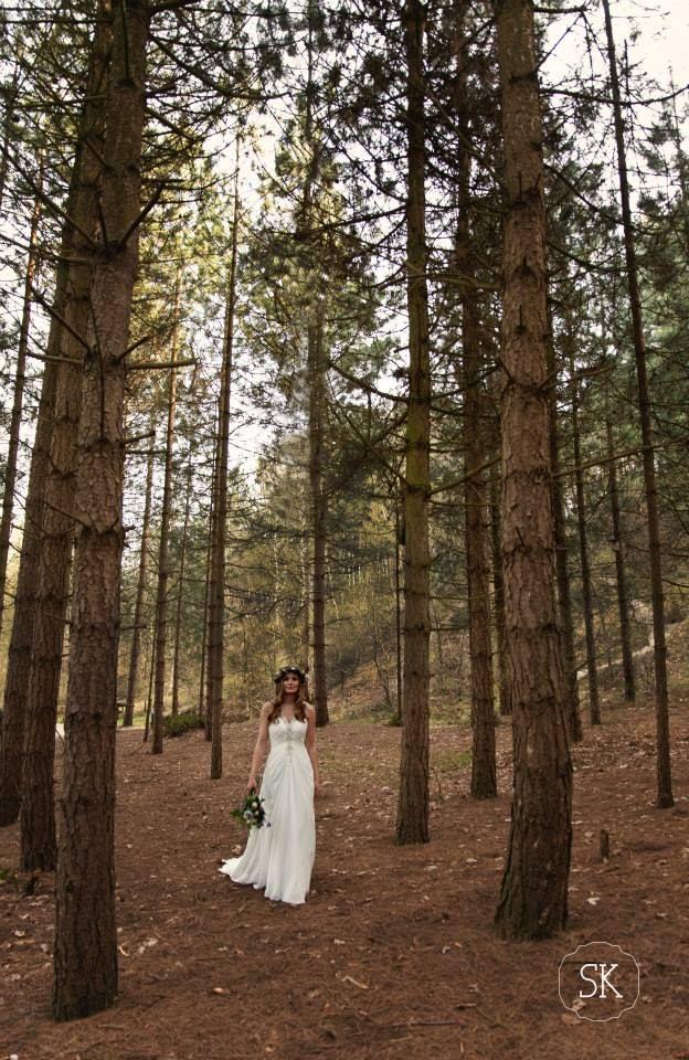 walking bride forrestwedding bosbruiloft