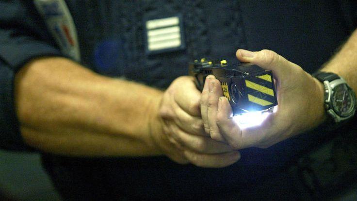 Un couple d'Américains du Missouri est poursuivi en justice après que l'homme a reconnu avoir utilisé un pistolet à décharges électriques pour discipliner les trois enfants en bas âge de son épouse.