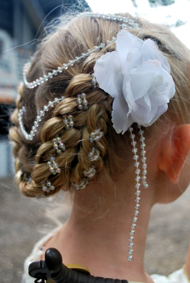 """Ren Fest hair side view.  4 piece """"jewel in the middle"""" hairdo using pearls."""