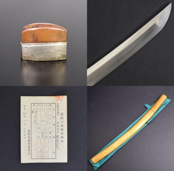 Wakizashi ondertekend door Sadamitsu - Japan Edoperiode  Wakizashi uit de Edo-periode ondertekend door Sadamitsu met kopie van de verklaring van inschrijving door het Japanse ministerie van cultuurgoederenBlade in zeer goede staat recent gereinigd door Japanse artisan. Kleine zeer oppervlakkig tate-ware op de linker shinogi totaal niet-dodelijke en vanwege het feit dat het mes werd gesmeed enkele eeuwen geleden en werd onlangs schoongemaaktAsayugi HadaHamon (gehard edge) zachte MidareZeer…
