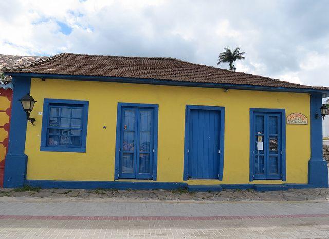 Casas pintadas de azul exterior pesquisa google - Fachadas de casas pintadas ...
