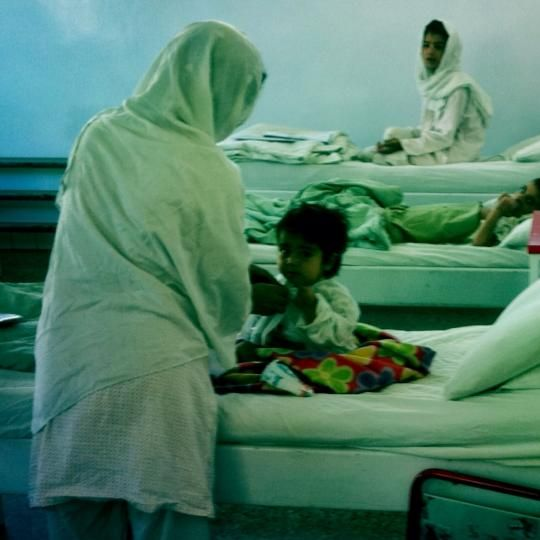 """Nessuno può avere ancora il coraggio di dire """"effetti collaterali"""" #Afghanistan #laguerraè Leggi il racconto da #Kabul su http://www.emergency.it/afghanistan/da-kabul-25-maggio-2014.html?utm_source=pinterest&utm_medium=social&utm_content=20140526&utm_campaign=afghanistan"""