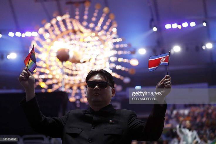 TOPSHOT - A man impersonating North Korea's Kim Jong-un attends the closing ceremony of the Rio 2016 Olympic Games at the Maracana stadium in Rio de Janeiro on August 21, 2016. / AFP / Odd ANDERSEN