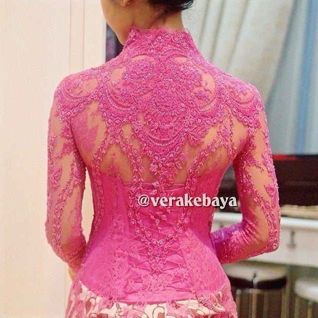 "2,105 Likes, 34 Comments - Vera Anggraini (@verakebaya) on Instagram: ""Detail... #kebaya #backdetails #lace #payette #beads #handmade #swarovski #batik #pengantin…"""