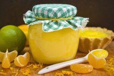 Курд апельсиновый с лаймом и мандаринами 1 апельсин; 4 мандарина; 1 лайм; 110 г сахара; 30 г кукурузного крахмала; 2 яйца; 120 г сливочного масла;