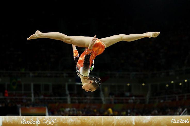 Eythora Thorsdottir (Holanda) en la competición final de gimnasia artística.