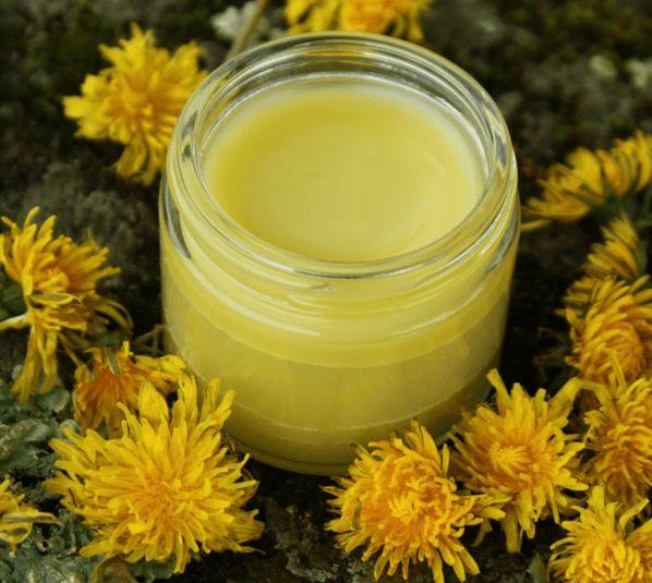 Το μελισσοκέρι είναι χρήσιμο σε άπειρες εφαρμογές, όμως από μόνο του δε διαθέτει ενυδατικές ιδιότητες. Δρα σαν αδιαβροχοποιητής (όπως η βαζελίνη) και προστ...