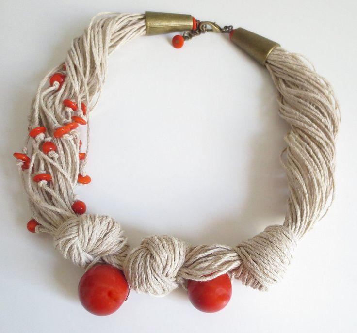 Diese Kette ist aus leichten Leinen Naturkordel, 2 große Tagua Nüsse Runde orange Perlen, kleine Tagua Nuss orange Rondelle Perlen.  Diese Kette könnte einen großen Akzent auf Ihr Outfit für ein ganzes Jahr.  Größe der großen Runde Tagua Nuss Schläge beträgt 20 mm Größe der Rundell Tagua Nuss Beads ist 3x8mm Runde Perlen beträgt 6 mm Länge der Halskette ist 47 cm (18,5) und 4 cm (1,6)-Erweiterung.  Über Tagua Nüsse. Tagua Nüsse werden nachhaltige aus den Nüssen der südamerikanischen Palmen…