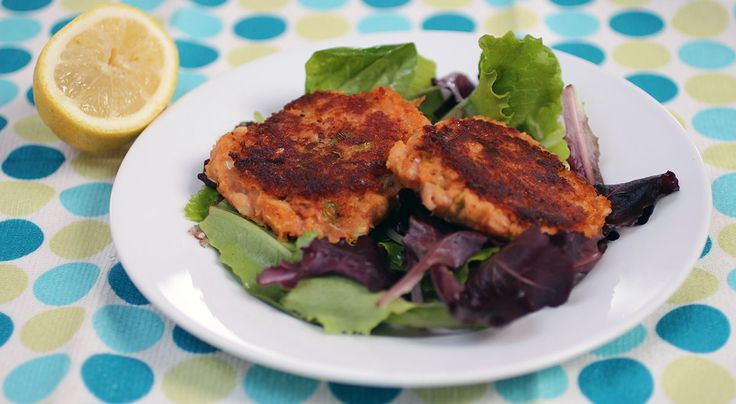 133 calories per burger These burgers are a great standby. Quick to prepare and cook. MAKES 4 BURGERS • PREP 5m • COOK 8m 1 × 400g can cannellini beans, rinsed and drained (259 cals) 1 tbsp tomato ...