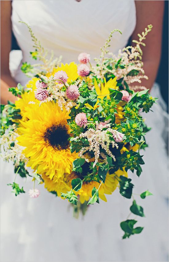 This sunflower wedding bouquet is screaming happy! Good way to start off a marriage :-)