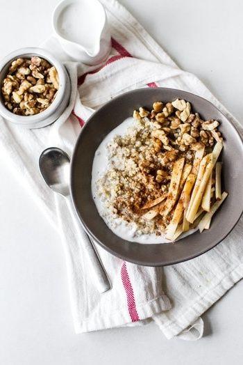 Du porridge vegan au lait de coco et à la canelle