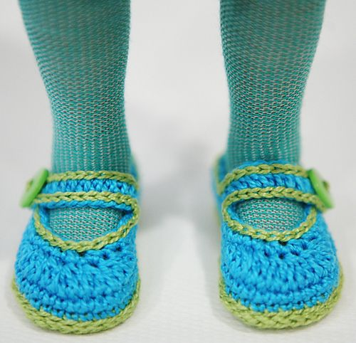 Ravelry: cataddict's chat en Madrid - free crochet shoes pattern