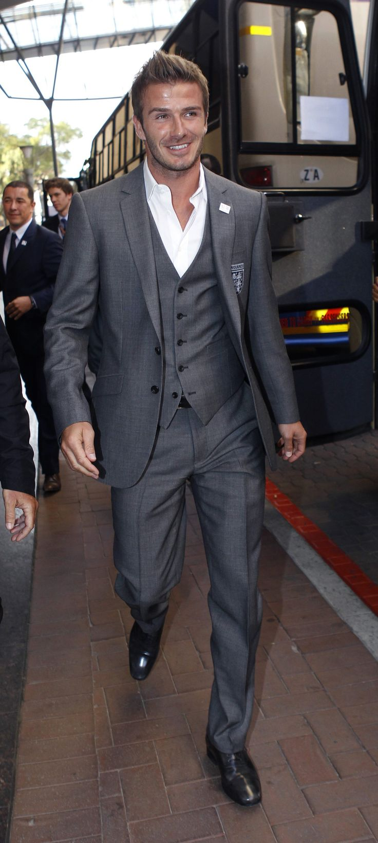 Pictures-David-Beckham-Suit-Field-England-Soccer-Team
