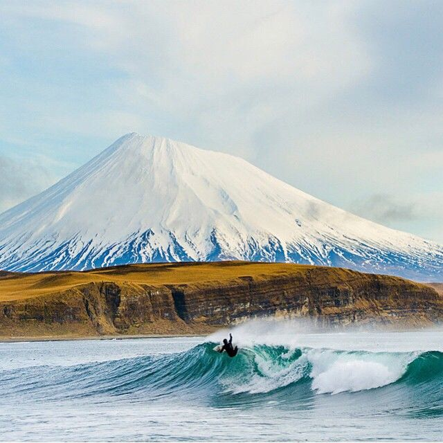 アリューシャン列島でサーフィン!