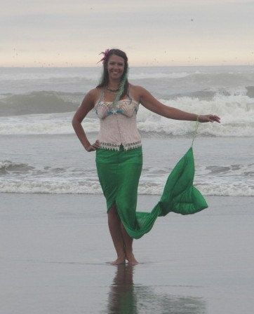 Mermaid costume skirt idea.  Great for keeping that tail up while trick-or-treating.