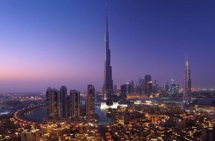 Ontdek de vele gezichten van Dubai en de omliggende Emiraten Abu Dhabi en Sjarjah tijdens deze rondreis. Een unieke kennismaking met het imposante en extravagante Dubai, het moderne Abu Dhabi en het conservatieve emiraat Sarjah. Je brengt een bezoek aan het uitzichtpunt van het hoogste gebouw ter wereld, de Burj Khalifa. Ook krijg je de gelegenheid om op eigen houtje het indrukwekkende Dubai te verkennen. Of ga heerlijk ontspannen op een van de mooie stranden van deze spectaculaire…