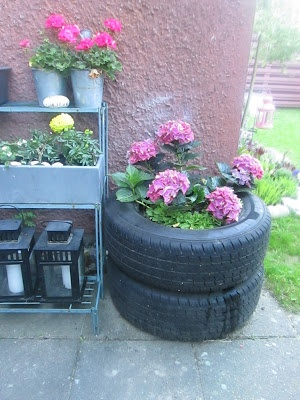 Old tires becomes a flowerbed