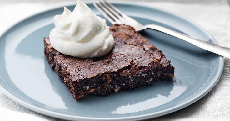 Det här är ett grundrecept på söt, seg och kladdig chokladkaka. Brownies är en underbar amerikansk släkting till vår svenska kladdkaka som du bara måste prova!