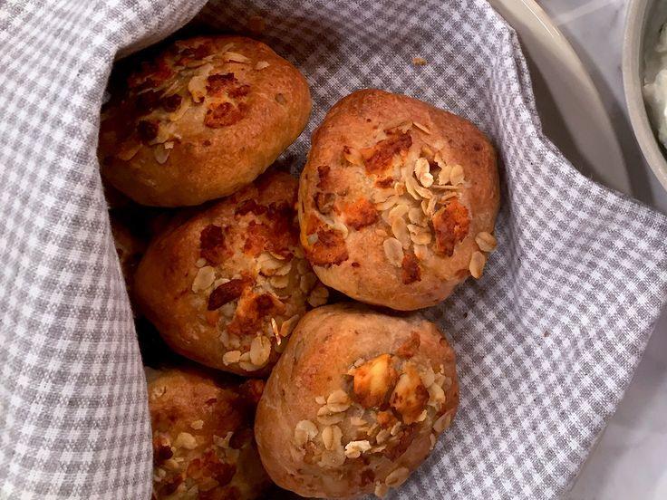 Enkla frallor med fetaost och valnötter   Recept från Köket.se
