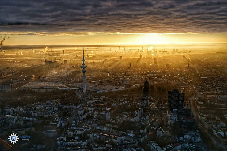 A photo is going viral around the world: Hamburg's Police Department made a picture of a golden sunset – out of a helicopter.  If you do not fly with a helicopter on a daily basis and still want to make a great panorama pictures, here are a few tips for creating your own jaw-dropping panoramic photos!  http://magazine.whitewall.com/tips-for-perfect-panoramas/  © Police Department Hamburg | Polizei Hamburg