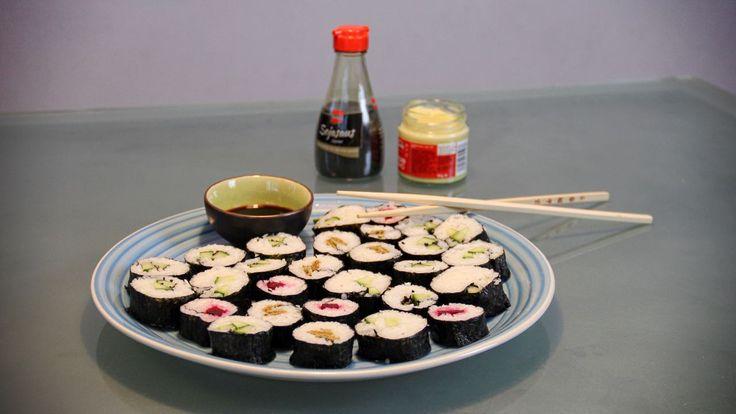 De makkelijkste vegetarische sushi maki maak je zelf met dit recept en de drie lekkere vegetarische vullingen. Waar wacht je nog op? Let's roll!