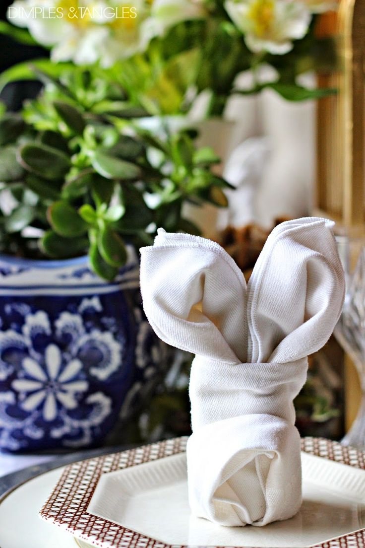 Easter, Spring Table Setting Ideas, Easter Tablescape || Cloth Bunny Napkins