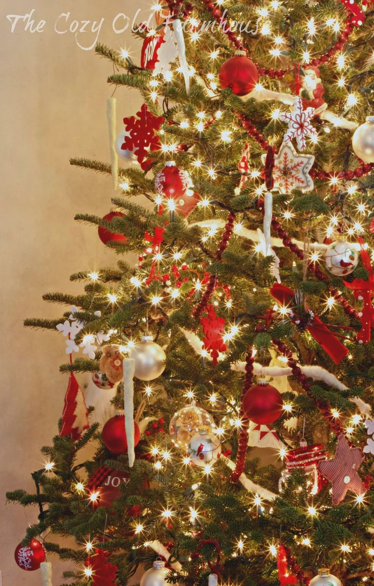 Red and white christmas tree decorating ideas - 25 Amazing Red And White Diy Christmas Decor Ideas 17