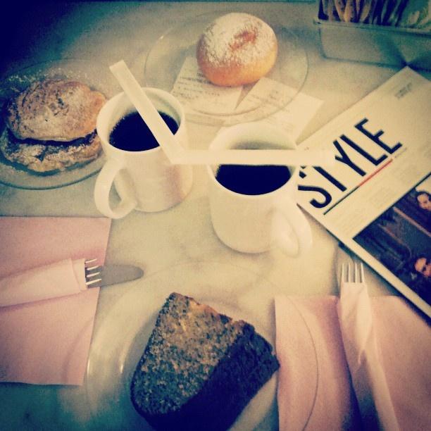 by @la_carch   #goodup #saudade #imissyou #Milan #CaliforniaBakery #pancake #cake