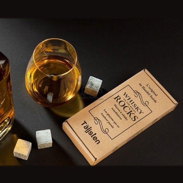 Ce coffret de 8 pierres à whisky scandinaves est le cadeau parfait à offrir à tous les amateurs de whisky on the rocks
