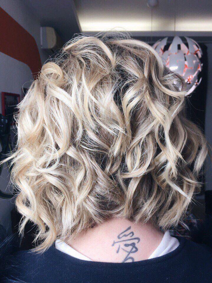 Небрежные локоны для волос средней длины - очень выигрышный ход!  Укладка от ТОП-стилиста Яны Хаустовой  Запись к нашим мастерам ☎ +7 978 861 48 04 Онлайн-запись: http://arn.su/1h0 ________________ ▶ #работы_mayasalon ◀ #mayasalon #салонкрасотымайя #салонкрасоты #салонкрасотысимферополь #симферополь #парикмахерсимферополь #укладкасимферополь #стилистсимферополь#simferopol #colored #balayage #lebel #redken #crimea #vscocrimea #колористсимферополь #стилист #haircolor #покрасилась #blondehair…