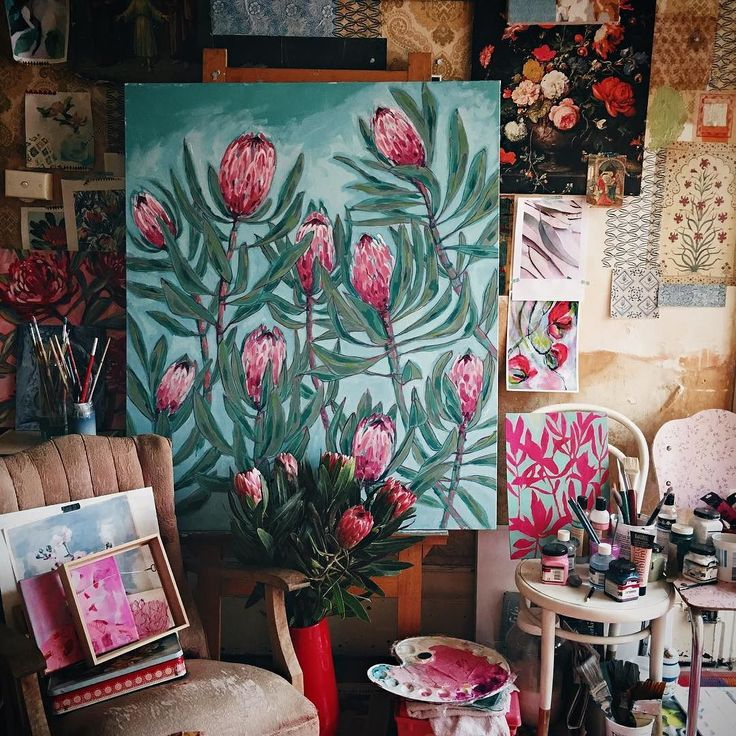 I continued to work on my Protea painting in my messy little studio today. Happy days.