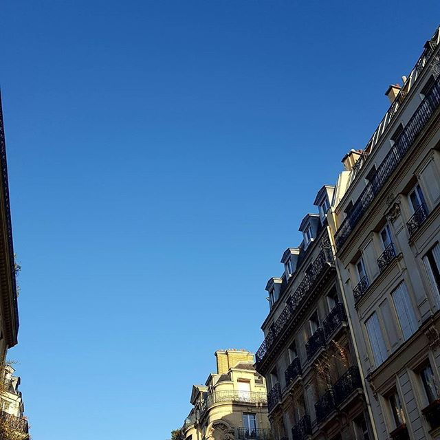 Back to work  HNY my friends -----------------------------------------------------------------#pursuepretty #paris #parismonamour #potd #prettylittlethings #france #makemoments #architecture #instagramfr #streetphoto #thisisparis